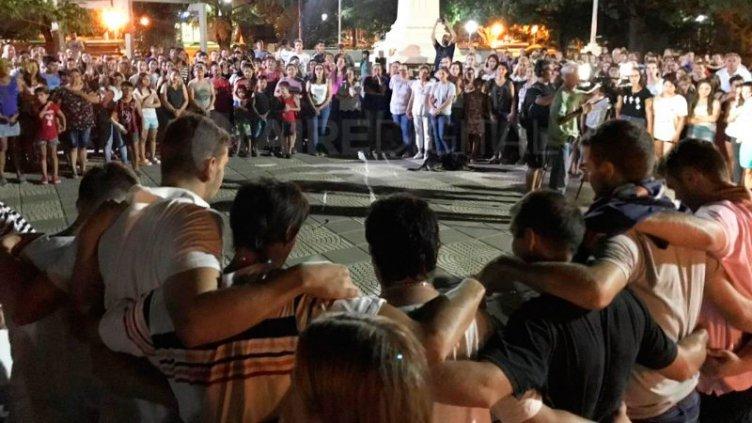Un pueblo santafesino consternado reza por la aparición de Emiliano Sala