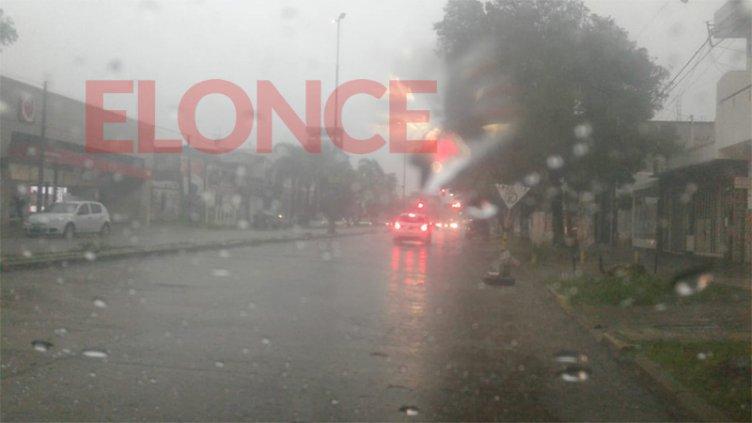 Imágenes de la lluvia en Paraná: Rige un alerta por tormentas para Entre Ríos