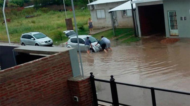 Fotos y videos: Imágenes de distintas zonas de Paraná tras el diluvio