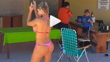 Acaparó la atención de sus miles de seguidores con un sensual baile en bikini