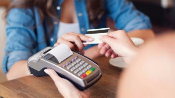 Detectaron irregularidades en cobros con tarjetas de débito y crédito