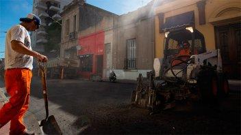 Corte de tránsito: Continúan los trabajos de bacheo en calle Corrientes