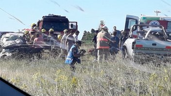 Dos hombres murieron tras choque entre dos camionetas sobre la Ruta 12