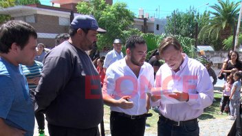 Varisco entregó elementos a familias afectadas por las lluvias