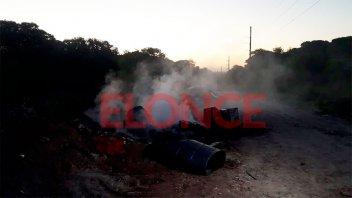 Bomberos trabajaron en incendio de minibasural: el hecho generó fuerte alarma