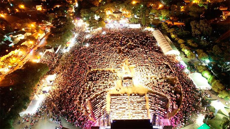 Una multitud, presente en el cierre de la Fiesta Nacional de la Artesanía.