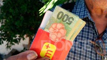 Jubilado simuló devolver dinero y tarjetas pero la dueña descubrió su mentira
