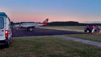 Avión sanitario trasladó a niña herida tras choque en el que murieron sus padres