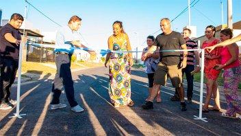 El intendente Varisco inauguró el asfalto de calle