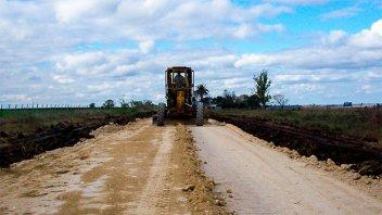 Prosigue la recomposición de caminos rurales en varios departamentos