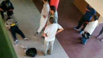 Desaprobó una materia, volvió al colegio con cuchillo y atacó a la vicedirectora