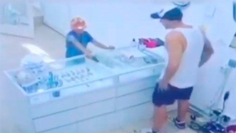 Identifican al nene que quiso robar joyería con réplica de un arma: Tiene 9 años
