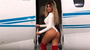 Las sensuales fotos de Charlotte Caniggia para abordar un avión