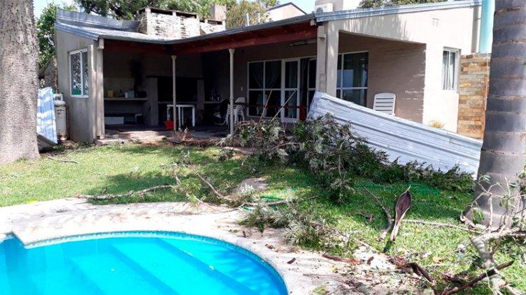 Fuertes ráfagas de viento ocasionaron serios destrozos en localidad santafesina