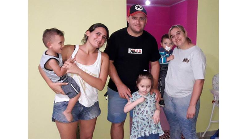 Guillermina junto a Renzo y su familia