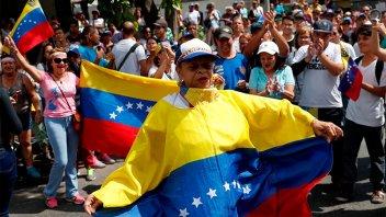 Protestas del chavismo y la oposición en Venezuela tras el apagón nacional