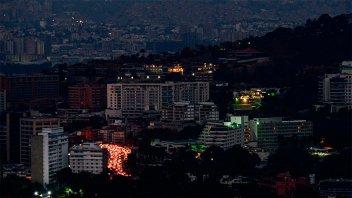 Gran parte de Venezuela lleva más de 50 horas sin electricidad: Fotos