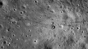 Detectan moléculas de agua que se mueven por la superficie de la Luna