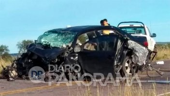 Choque frontal entre dos autos dejó como saldo cuatro personas muertas