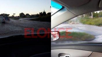Calles inundadas en Paraná por la rotura de un caño de agua de gran tamaño