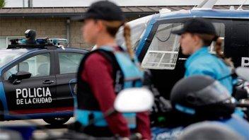 Conceden licencia por maternidad a mujer policía cuya esposa dará a luz
