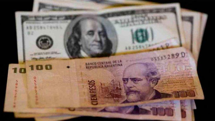 El dólar pega un salto de un peso y vuelve a operar por encima de los 43 pesos