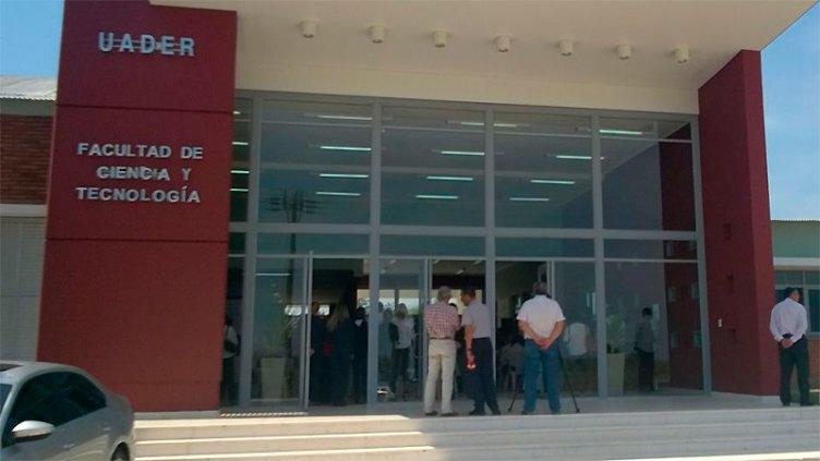 Duelo en la Facultad de Ciencia y Tecnología por la muerte del joven de Cerrito