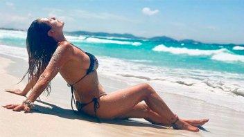 A los 52 años, lució sus sensuales curvas y compartió varias postales