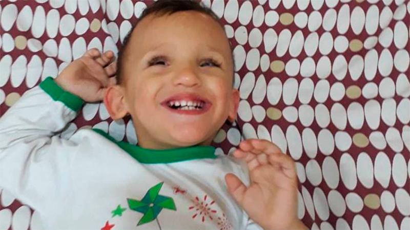Video: Renzo está de buen ánimo y lo filmaron cuando jugaba debajo de la cama