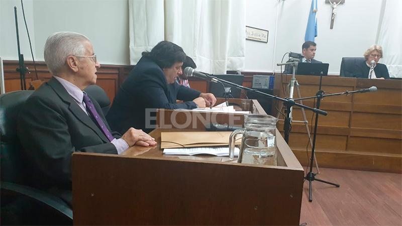 Primera audiencia del juicio: El abogado Rivas ante el Tribunal.