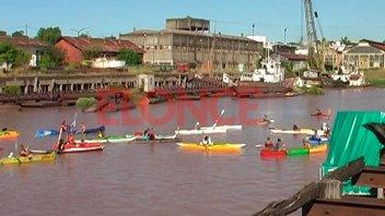 Kayakistas que realizan una travesía en defensa de los ríos pasaron por Paraná