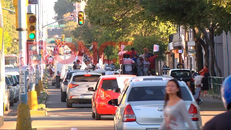 Varisco encabezó este jueves una caravana por las calles de Paraná