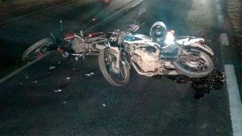 Chocaron dos motos y uno de los conductores se encuentra grave