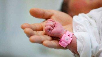 Policías ayudaron en parto: la joven y su beba fueron trasladadas en patrullero