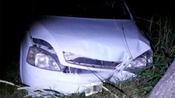 Hallaron un auto chocado y a su dueño, en un bar: investigan quién lo manejaba