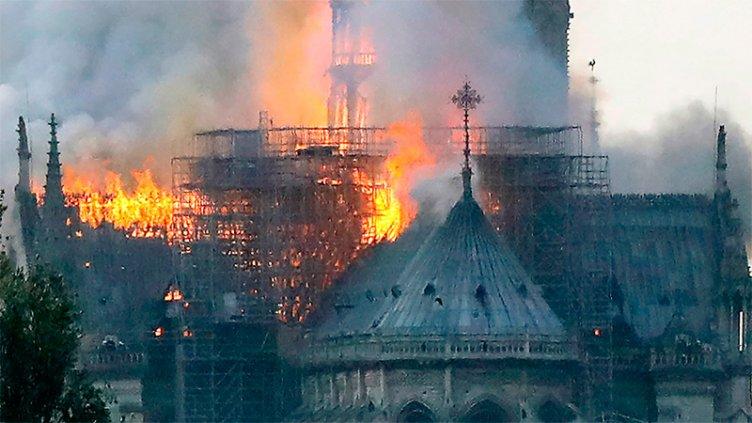 Encontraron siete colillas de cigarrillos en los andamios de Notre Dame