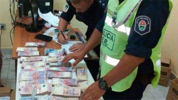 Incautaron 1.360.000 pesos que eran trasladados en una camioneta