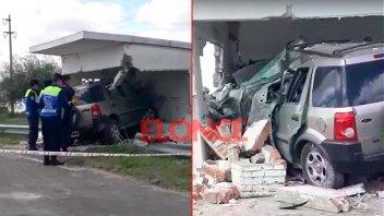 Fotos: Camioneta se incrustó en garita sobre Ruta 12 y falleció el conductor