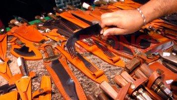 Cuchillo con tenedor incorporado, la novedad en la Feria de Artesanos