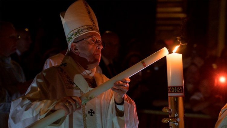 En la Vigilia Pascual, el Papa Francisco instó a no tener