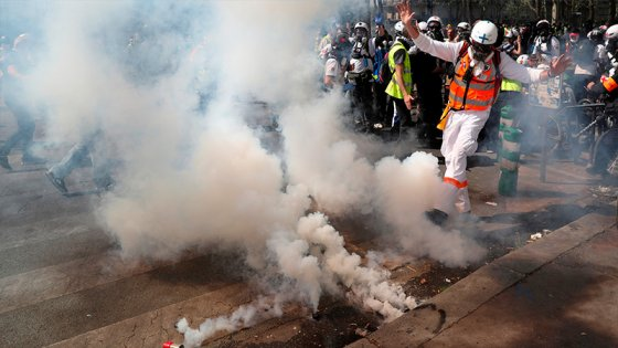 Enfrentamientos con la Policía en nueva protesta de los