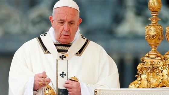 El pedido de Francisco a responsables políticos durante la misa de Pascua