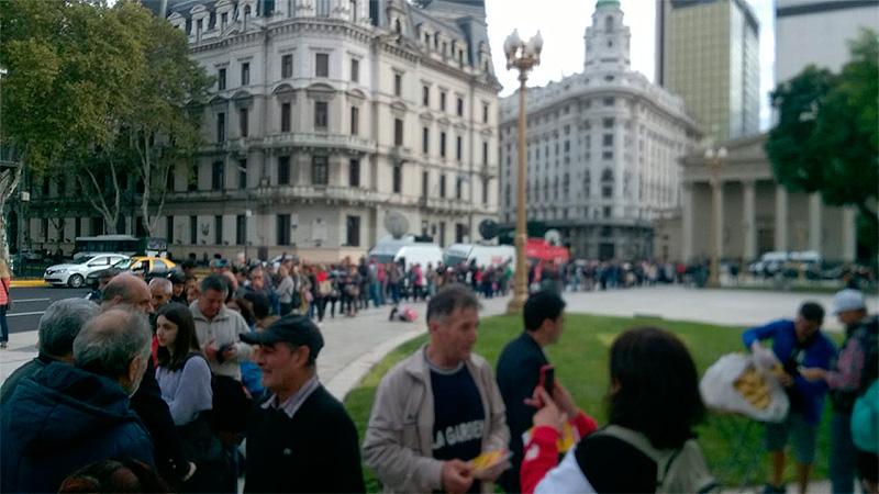 Frutazo en Plaza de Mayo.