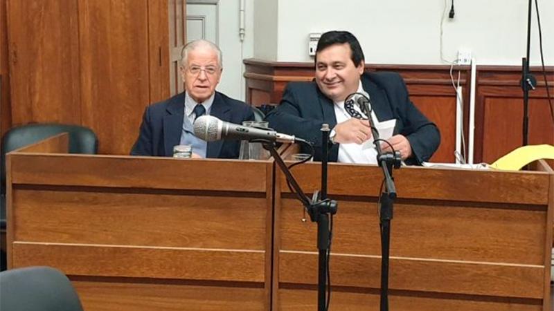 Rivas junto a su abogado