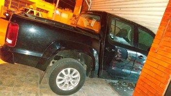 Qué dijo el hombre que estrelló su camioneta contra el comercio de su expareja