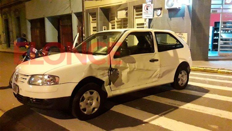 Fuerte choque en el centro de Paraná entre un camión y un auto