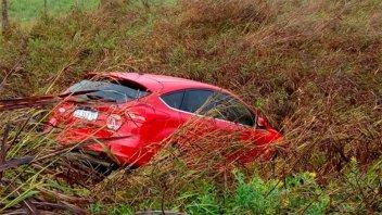 Revelaron a quién pertenece el auto abandonado en la banquina tras un despiste