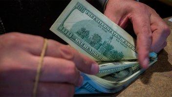 El dólar bajó 24 centavos y cerró a $ 46,16