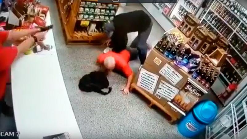 Ladrón recibe disparo durante robo en tienda de conveniencia