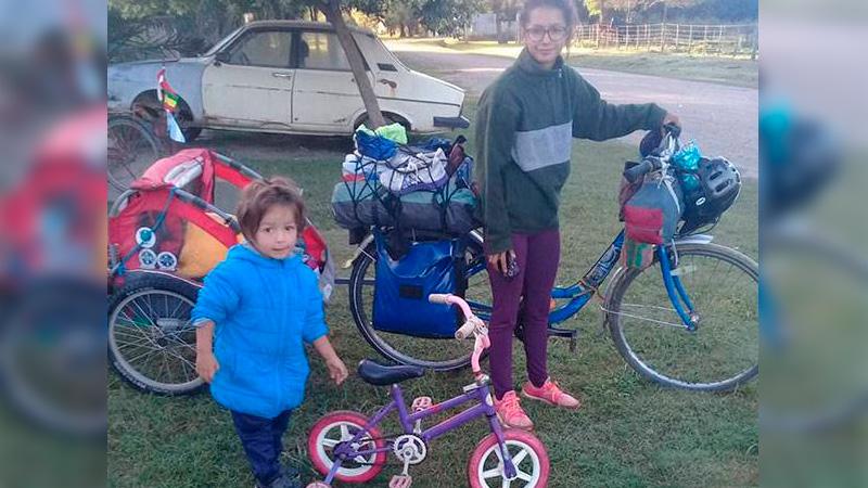 Madre e hijo recorren Latinoamérica en bicicleta